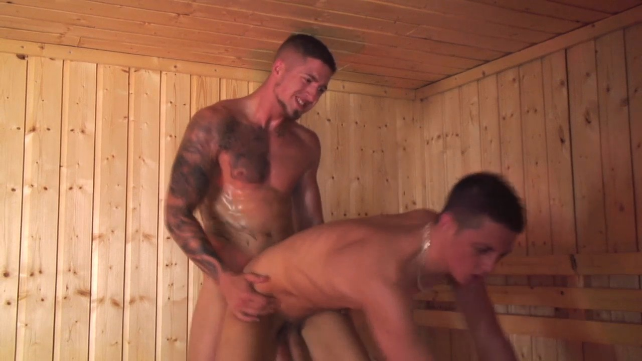 Jeune keum tringlé au sauna